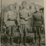 Зернов Виктор Леонтьевич (в центре)