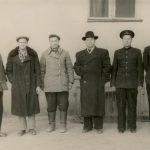 Зернов Виктор Леонтьевич (4-й слева)
