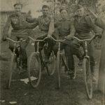 Зернов Виктор Леонтьевич (3-й слева)