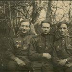Зернов Виктор Леонтьевич (справа)